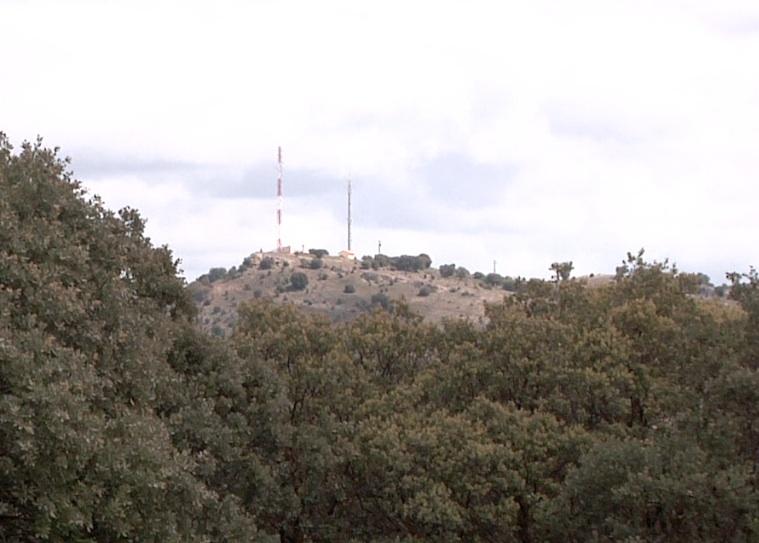 El Cerro de San Cristóbal, lugar hacia donde se dirigía el ataque en el que murió Picelli, se divisa perfectamente desde el lugar donde cayó muerto el héroe italiano. En la época la vegetación era mínima.