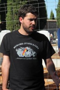 Javier Morales, miembro del Foro por la Memoria, quien habló en nombre de Izquierda Unida y la UJCE