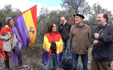 Pedro Garcia pte del Foro por la Memoria, da una explicacion sobre el ataque del 5 de enero de 1937 en el propio lugar de la muerte de Picelli, recordando a los otros oficiales y garibaldinos muertos en combate ese mismo día