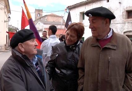 Trifon, Celia y Antonio viejos amigos y camaradas que se reencuentran.