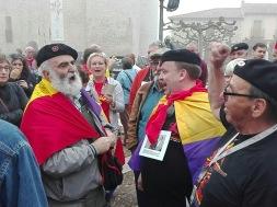 Ángel Rojo canta Rot Front con los camaradas alemanes. Xulio Garcia/FMGU