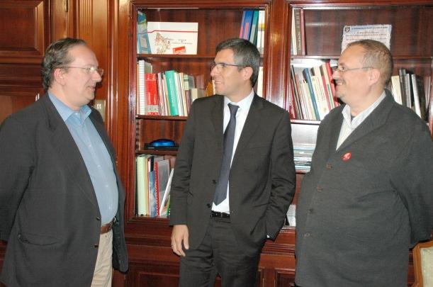 Miembros del Foro por la Memoria durante su reunión con el subdelegado Ángel Canares. Foto: Subdelegación de Gobierno